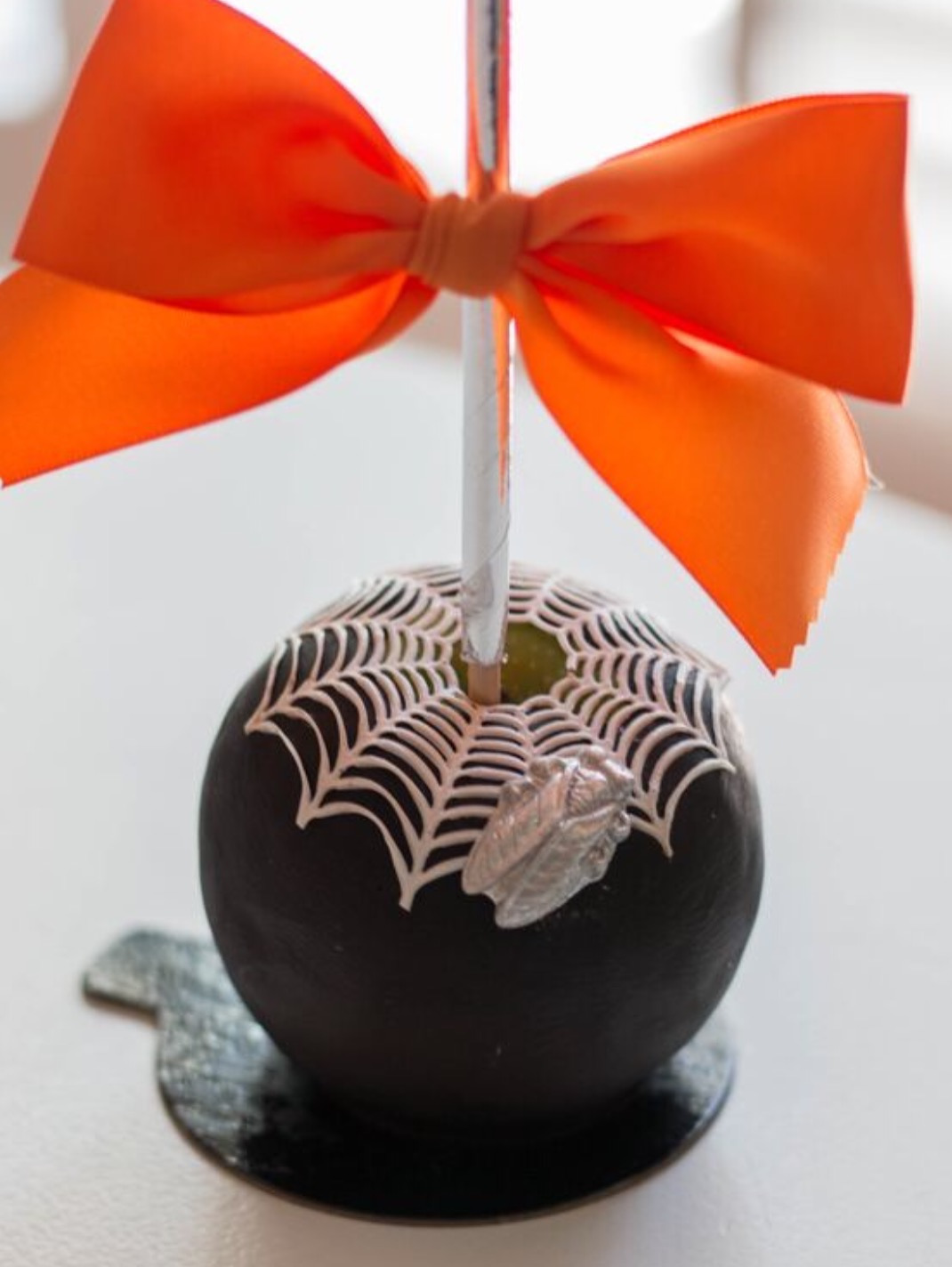 Halloween apples class with guest instructor Roni's Sugar Creations